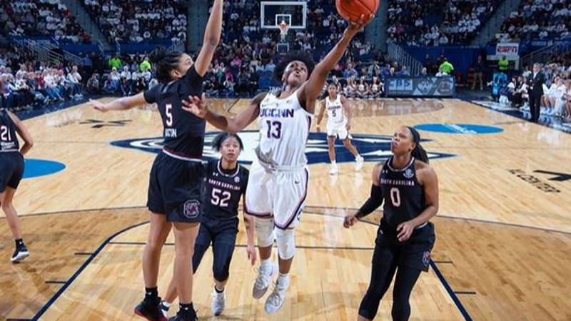 Gamecocks defenders can't stop UConn as South Carolina falls to the Huskies