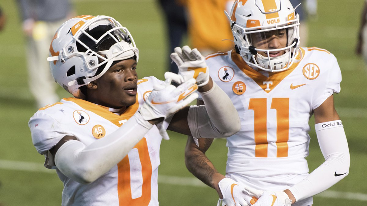 Tennessee defensive back Bryce Thompson (0) and Jalin Hyatt(11) celebrate the team's 31-27 win...