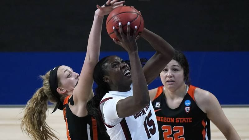 South Carolina forward Laeticia Amihere (15) drives to the basket between Oregon State forward...