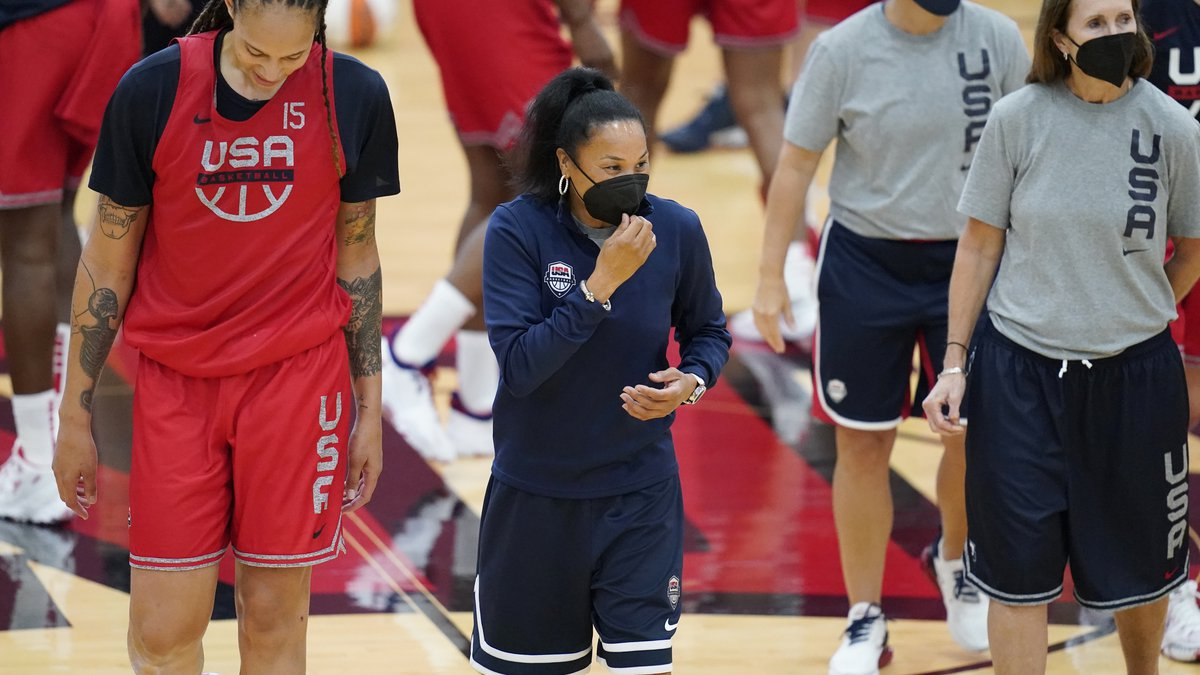 Head coach Dawn Staley, center, coaches during practice for the United States women's...