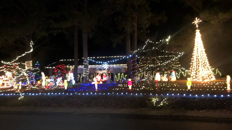 Irmo man spreads kindness through Christmas light display