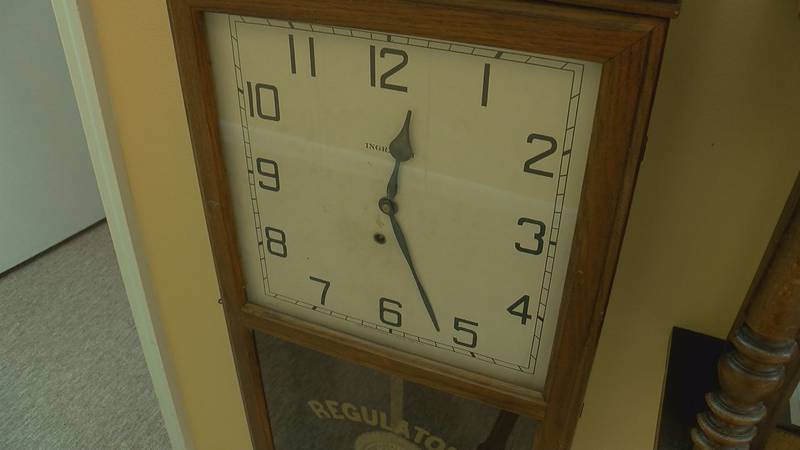 Lawmakers want to make daylight saving time last all year.