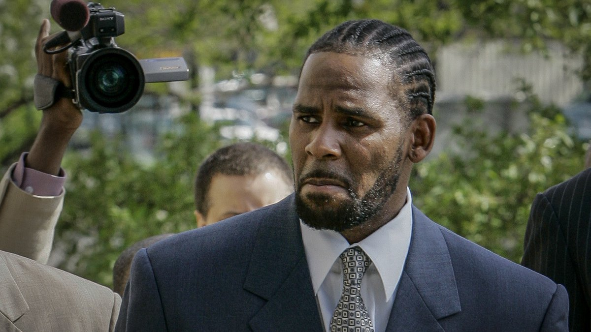 FILE - This photo from Friday May 9, 2008, shows R. Kelly arriving for the first day of jury...