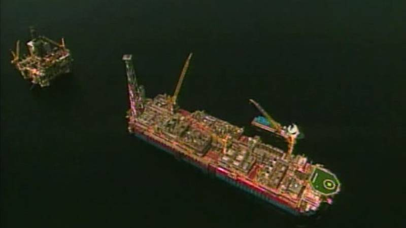 A new report says the combination of offshore drilling and a hurricane could cause problems for...